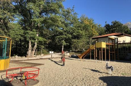 Camping DEL BOSC aire de jeux 2